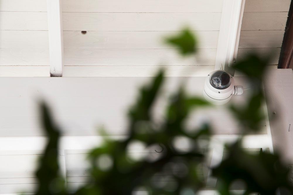 Bild på kamera som används för videoanalys i butik - FST Säkerhet
