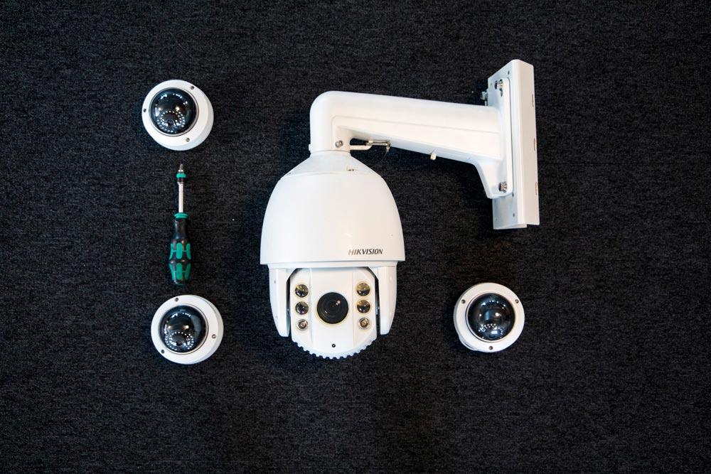 Övervakningskamera för övervakning av egendom och bevakning