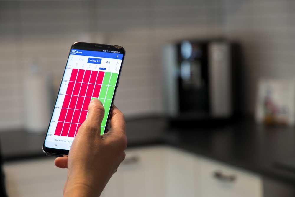 Bilden visar ett bokningssystem av tvättstuga genom mobiltelefonen - FST Säkerhet