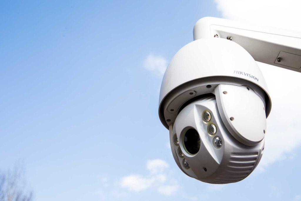 Bild på ett kamera integrerad med ett säkerhetssystem på ett bygge - FST Säkerhet